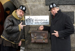 Terry Gilliam y Terry Jones en la Torre del puente de Londres